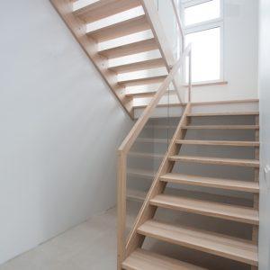 Modernās kāpnes Legartis atol c2