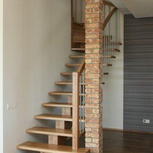 Modernās kāpnes Legartis.Koka detaļas-osis.Balustri-nerūsējošais tērauds.